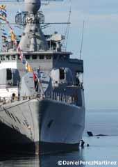 Ballena franca austral junto a un buque de la armada horas antes de la colisión