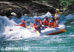 Rafting a la frontera en el Río Manso