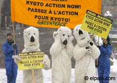 Members of Greenpeace disguised as polar bears demonstrate in Ottawa due to the delicate situation of those mammals in Canada