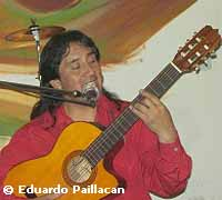 Eduardo Paillacán playing one of his songs