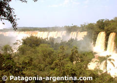 Iguazú Falls seen from the Upper Path