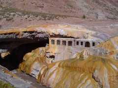 Las ruinas del Hotel de Puente del Inca - Mendoza