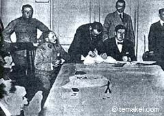 Varela, sit in the superior left corner of the table, in a meeting with memebers of the Patriotic League