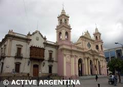 La Catedral de Salta - Muestra de la poderosa influencia de la Iglesia Católica en la colonización del norte argentino.