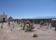 Tumbas y apachetas en el Cementerio de Cachi