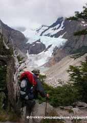 Eduardo O. Roberto  contemplando el glaciar Piedras Blancas