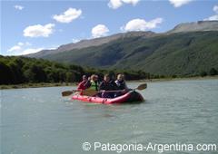 Canoas navegando por el canal Beagle