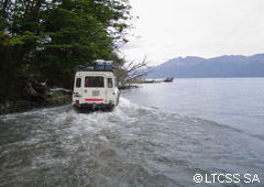 4x4 sobre la orilla del Lago Escondido