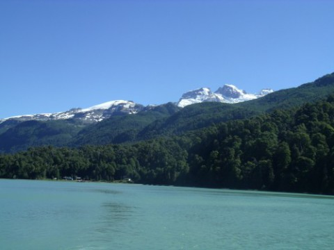 Crossing to Chile along patagonian lakes