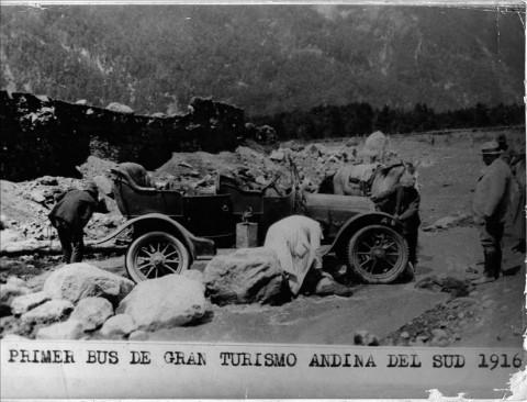 Primer bus de turismo usado en el Cruce Andino