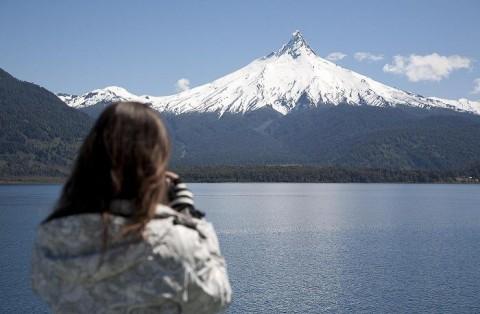 Vista de un volcán durante la navegación de Cruce Andino