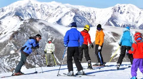 Escuela de esquí en La Hoya - Foto Turismo Chubut