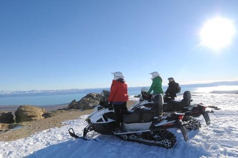 Snow motorbikes at the Balcón de El Calafate - Patagonia Argentina
