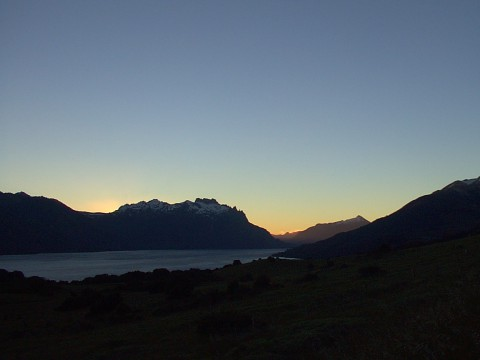 Atardecer en el Lago Huechulaufquen