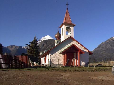 Capilla en la Unión de los lagos Huechulaufquen y Paimún - Junín de los Andes
