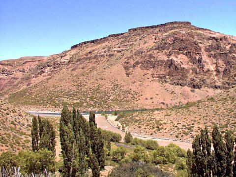 Confluencia de los ríos Neuquén y Varvarco - Patagonia Argentina