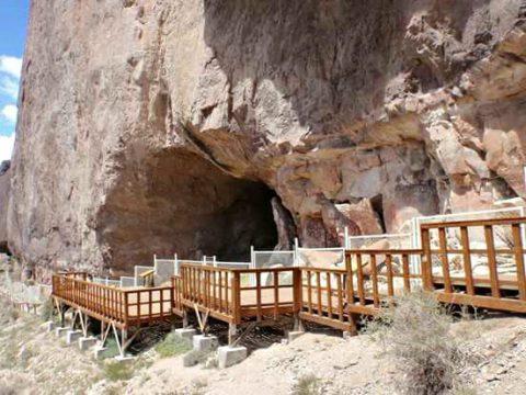 Acceso a la cueva de las manos - Foto: wikipedia.org