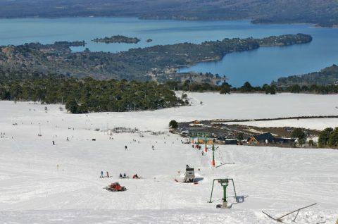 Vista invernal: Parque de nieve Batea Mahuida - Foto: cerrobateamahuida.com