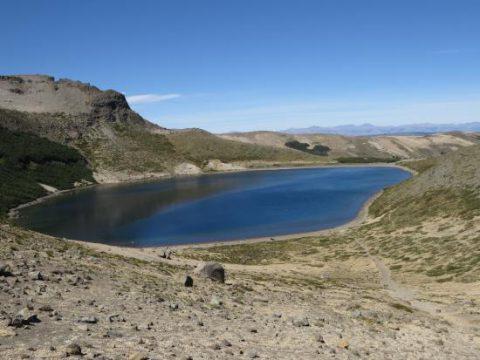 Laguna del cráter del volcán Batea Mahuida - Foto: www.villapehuenia.gob.ar
