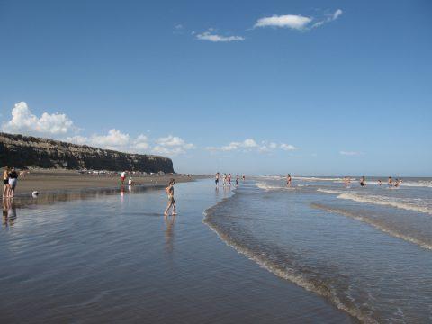 La playa del Faro en el Balneario El Cóndor - Patagonia-argentina.com